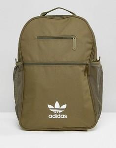 Рюкзак цвета хаки с логотипом-трилистником adidas Originals - Зеленый
