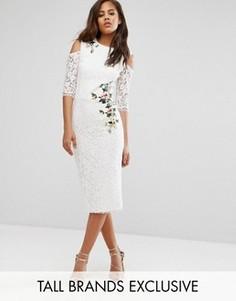 Кружевное платье-футляр с открытыми плечами и цветочной вышивкой Little Mistress Tall - Кремовый