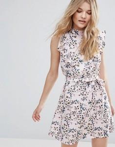 Короткое приталенное платье с рюшами и цветочным принтом Influence - Розовый