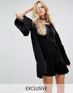 Платье в винтажном стиле с открытыми плечами и отделкой лесенкой Milk It - Черный