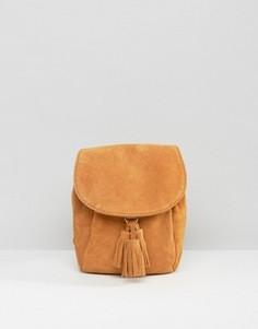 Миниатюрный замшевый рюкзак с кисточками ASOS - Рыжий