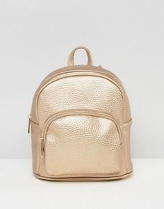 Миниатюрный рюкзак металлик с карманом спереди ASOS - Медный