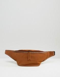 Сумка-кошелек на пояс из искусственной замши ASOS - Коричневый