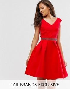 Платье для выпускного с открытыми плечами, кружевным лифом и декорированным поясом Little Mistress Tall - Красный
