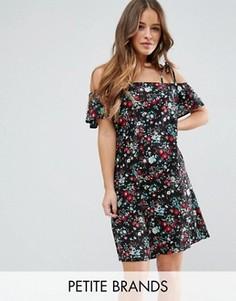 Платье с вырезами на плечах и цветочным принтом Yumi Petite - Черный