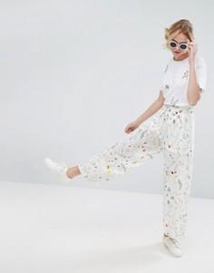 Широкие брюки с цветочным принтом Monki - Белый