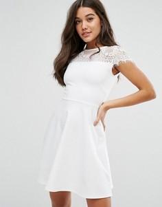 Короткое приталенное платье с кружевом Lipsy - Белый