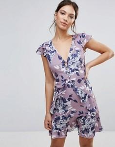Короткое приталенное платье с цветочным принтом и рюшами Hope & Ivy - Серый
