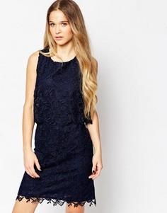 Платье с кружевным верхним слоем Soaked In Luxury - Синий