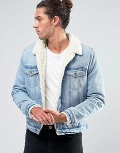 Выбеленная джинсовая куртка с подкладкой из искусственного меха ASOS - Синий