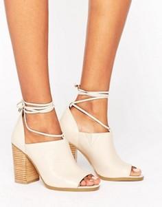 Туфли на каблуках с завязками на ноге ASOS ORSON - Бежевый