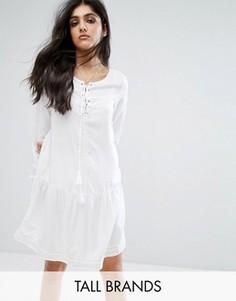 Короткое приталенное платье со шнуровкой и расклешенными рукавами Noisy May Tall - Белый