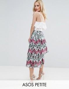 Плиссированная ярусная юбка миди с пальмовым принтом ASOS PETITE - Мульти