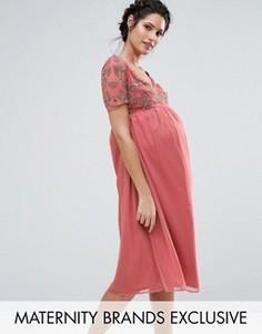 Платье с V-образным вырезом и отделкой на лифе Maya Maternity - Розовый