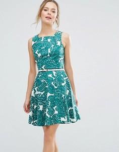 Короткое приталенное платье с ремешком и принтом роз Closet London - Зеленый
