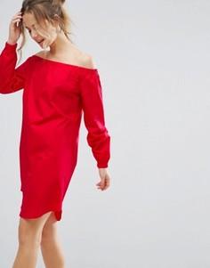 Цельнокройное платье с открытыми плечами Closet London - Красный