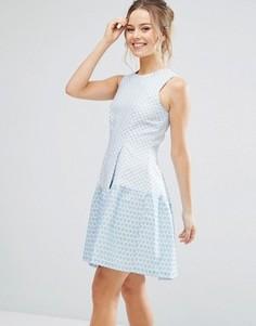 Короткое приталенное платье в стиле колор блок Closet London - Синий