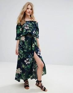 Платье макси с открытыми плечами и цветочным принтом QED London - Темно-синий