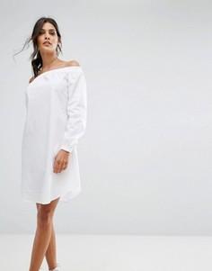 Цельнокройное платье с открытыми плечами Closet London - Белый