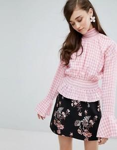 Блузка в клеточку с высоким воротом Sister Jane - Розовый