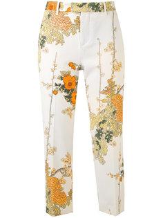 укороченные брюки с цветочным принтом Pt01