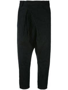 укороченные брюки с заниженным шаговым швом Comme Des Garçons Noir Kei Ninomiya