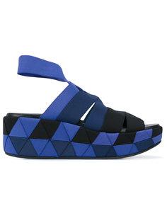 сандалии в стиле оригами на танкетке Salvatore Ferragamo