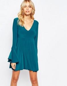 Короткое приталенное платье с глубоким вырезом и рукавами-клеш Love - Зеленый