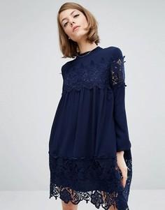 Платье с присборенной юбкой и кружевными вставками Fashion Union - Темно-синий