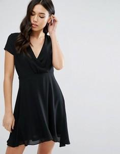 Короткое приталенное платье с V-образным вырезом Pussycat London - Черный