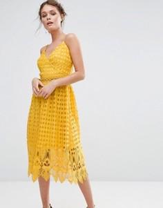 Кружевное платье миди с ажурным подолом True Decadence - Желтый