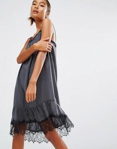 Платье-комбинация с кружевной отделкой First & I - Серый