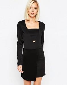 Платье мини с асимметричным запахом и глубоким вырезом Lavish Alice - Черный