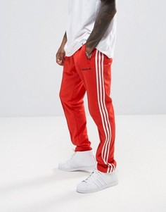 Красные суженные книзу джоггеры adidas Originals London Pack BK7867 - Красный