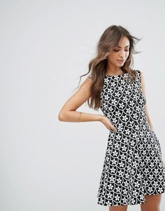 Короткое приталенное платье с черно-белым принтом Lipsy - Мульти