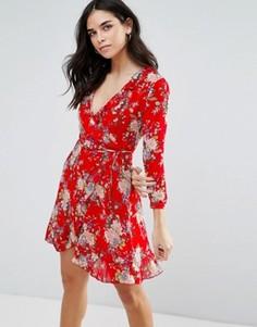 Платье с запахом, оборками и цветочным принтом Wyldr Wicked Games - Красный