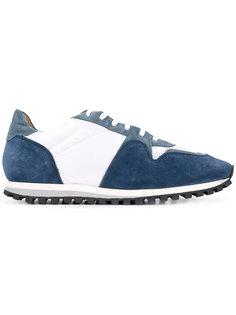 кроссовки с панельным дизайном и шнуровкой Closed