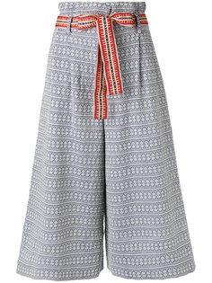 расклешенные укороченные брюки  Miahatami