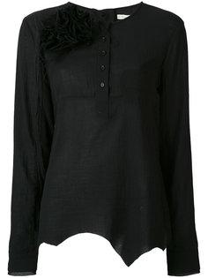 рубашка с брошью в виде цветка Aleksandr Manamïs