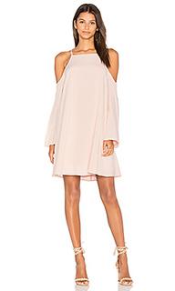 Платье с открытыми плечами - BLAQUE LABEL