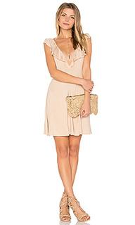 Приталенное и клешное платье clive - Clayton