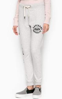 Серые хлопковые брюки с нашивками Superdry