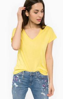 Желтая футболка с треугольным вырезом Silvian Heach