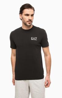 Черная футболка с логотипом бренда EA7