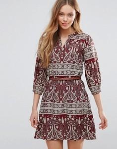 Платье с поясом и принтом пейсли Yumi - Красный