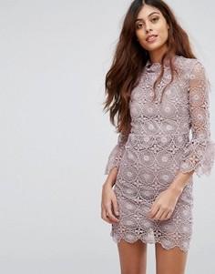 Кружевное платье с открытой спиной и оборками на рукавах Little White Lies - Фиолетовый