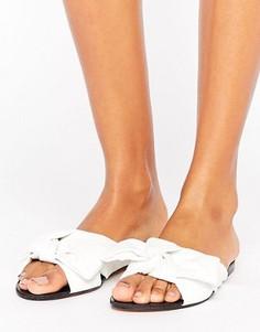 Белые сандалии с бантиками Lost Ink - Белый