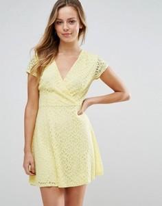Короткое приталенное платье Wal G - Желтый