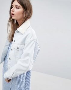Выбеленная джинсовая куртка со съемным воротником из искусственного меха ASOS - Синий