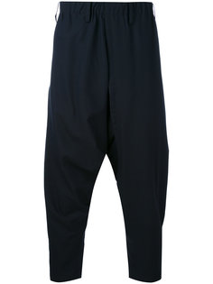 брюки с заниженным шаговым швом Issey Miyake